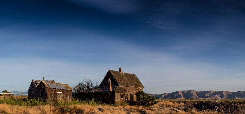 Old homestead on Hwy 197 outside The Dalles Oregon
