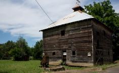 Old barn in Oakland Oregon